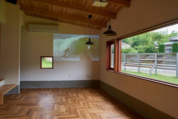 House in Torami: tai_tai STUDIOが手掛けたダイニングです。