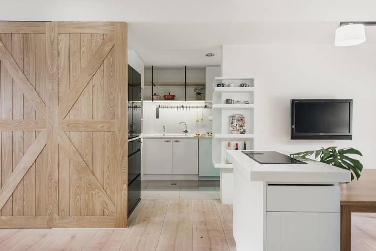 北歐20°:  廚房 by 寓子設計