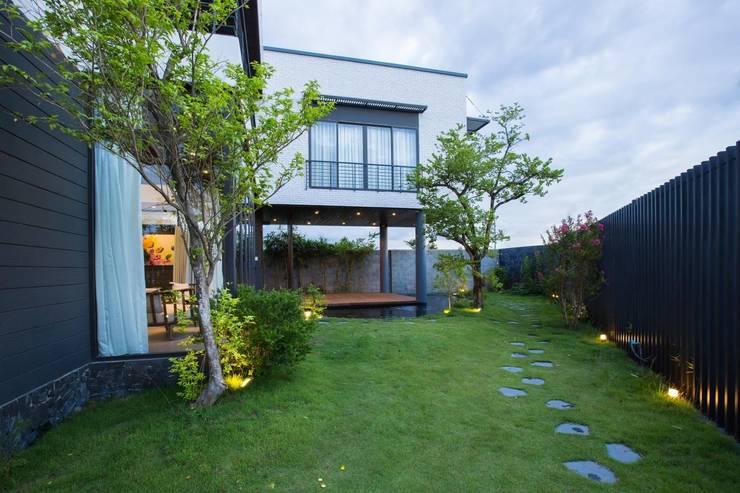 Hòa Xuân Villa:  Biệt thự by Công ty trách nhiệm hữu hạn ANP