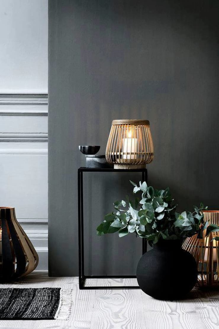 Black on Gold Decor: modern Living room by Spacio Collections