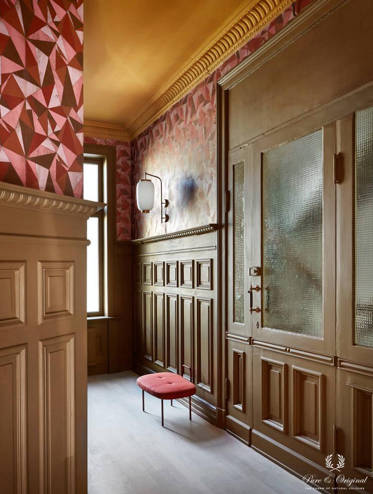 Pasillos y vestíbulos de estilo  por Pure & Original, Moderno
