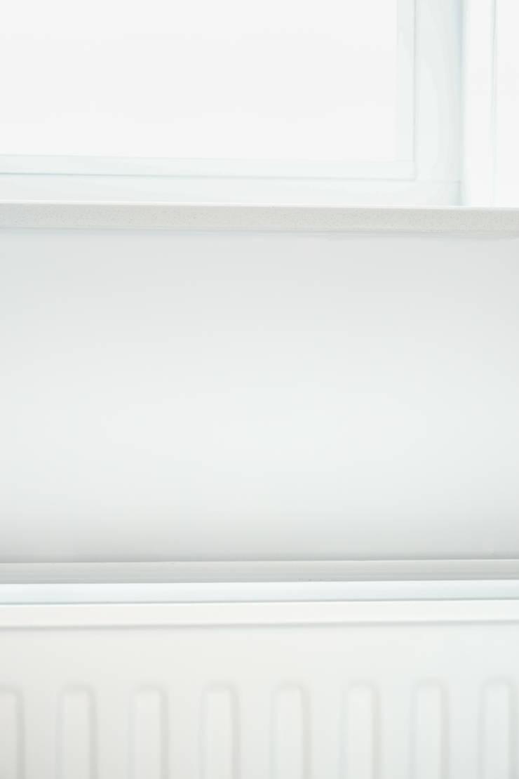 Licetto en Traditional Paint lak op waterbasis in de kleur Silk White:  Muren door Pure & Original