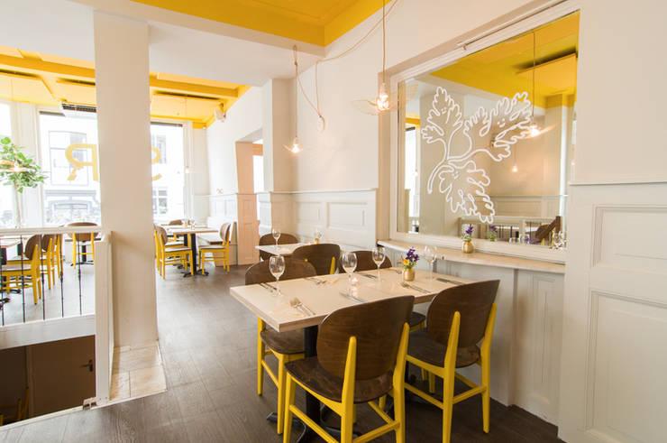 Restaurant SYR is geschilderd met de kleuren Ashes en Yellow:  Eetkamer door Pure & Original