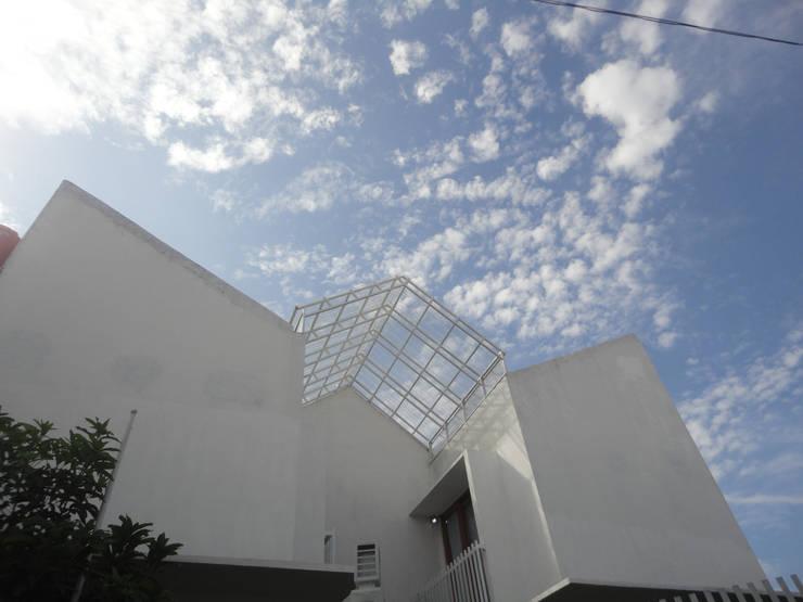 Atap transparan:  Teras atap by studioindoneosia