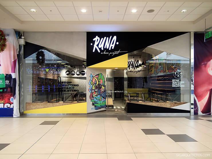 Fachada tienda RUNA: Oficinas y Tiendas de estilo  por SXL ARQUITECTOS,