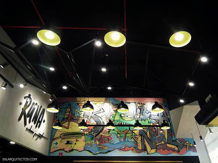 Tienda RUNA: Restaurantes de estilo  por SXL ARQUITECTOS,
