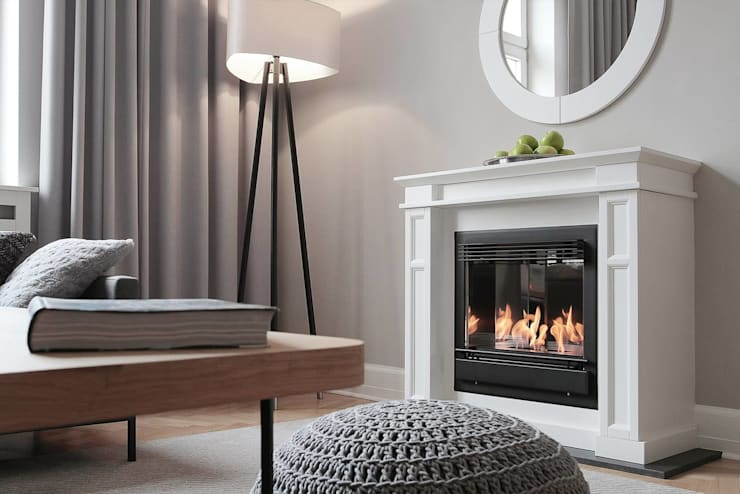 Planika's fireplace make this place a stunning one:  Living room by S. T. Unicom Pvt. Ltd.