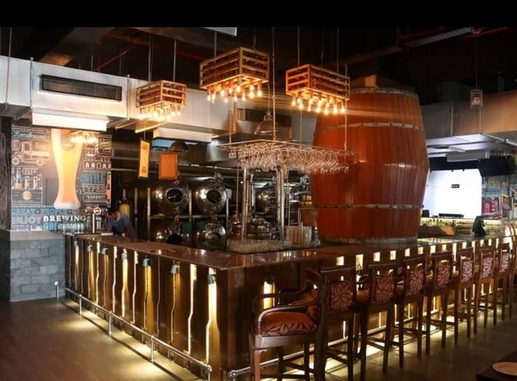 Hotel Golden Tree Faridabad:  Bars & clubs by Incense interior exterior pvt Ltd.