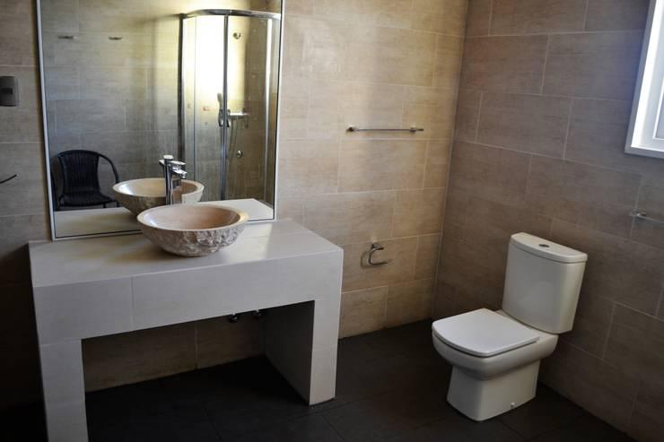 Casa Muelle: Baños de estilo  por Casas Metal