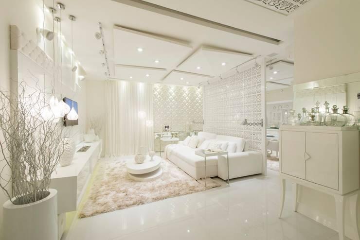 Sala Intima dos 50 tons de branco: Salas de estar  por studio d'design by' laura gransotto