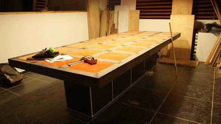 Phool Mahal: Comedor de estilo  por Daniel Castro Industrial + Interior design