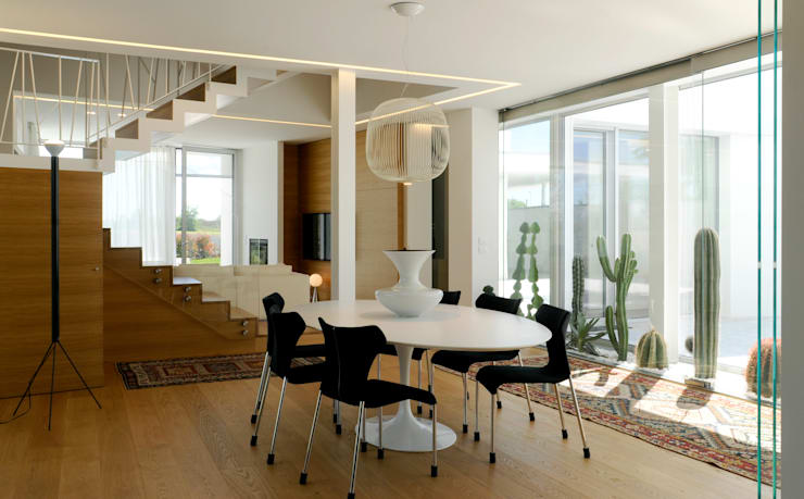 Ruang Makan by Studio di Architettura e Ingegneria Santi