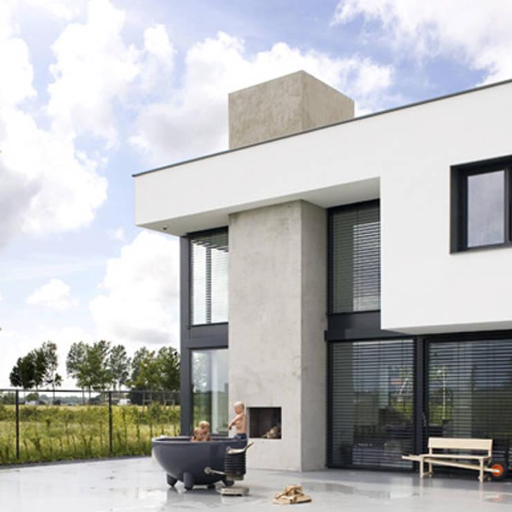 buitenhaard:  Villa door Archstudio Architecten | Villa's en interieur,