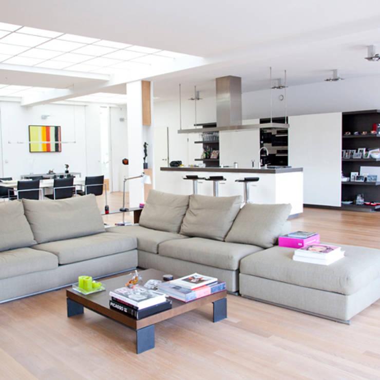 woonkamer:  Woonkamer door Archstudio Architecten | Villa's en interieur,