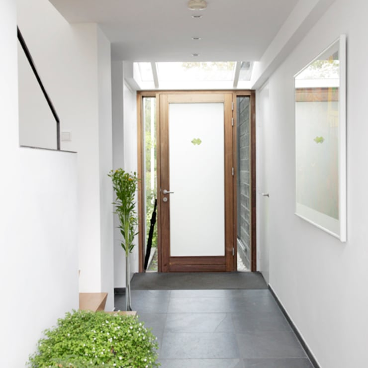 Corridor & hallway by Archstudio Architecten | Villa's en interieur, Modern