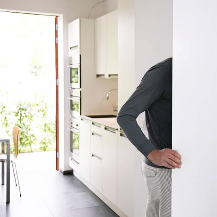 置入式廚房 by Archstudio Architecten | Villa's en interieur, 現代風
