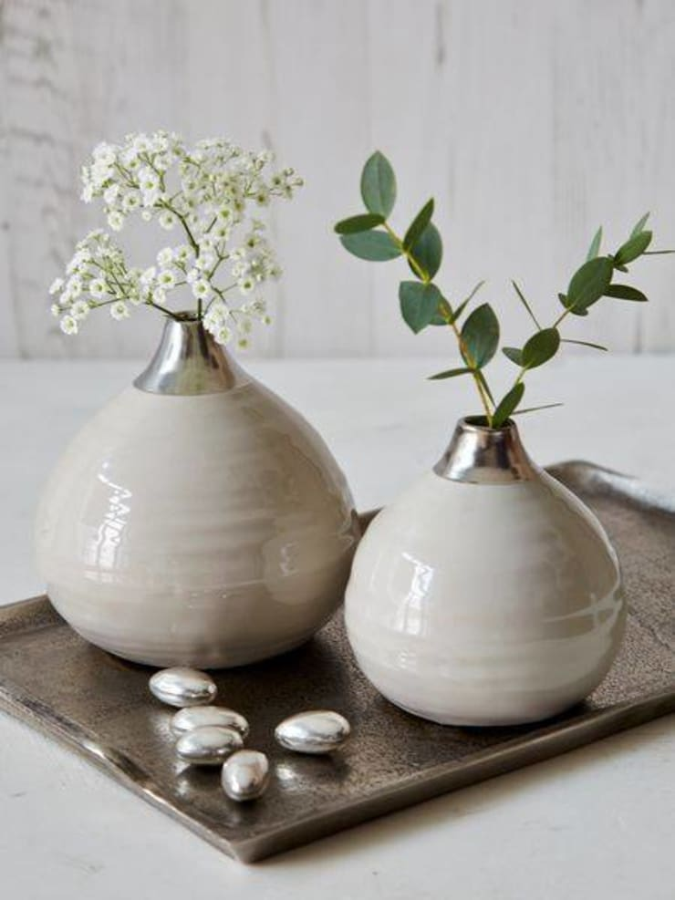 A Place For Your Flowers: modern  by Spacio Collections,Modern Ceramic