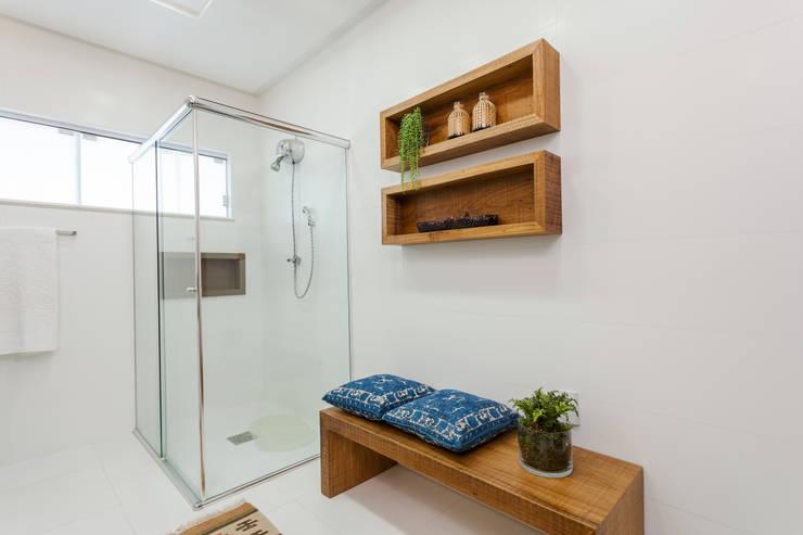 Phòng tắm by Escritorio de Arquitetura Karina Garcia
