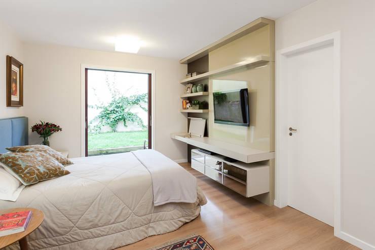 Bedroom by Escritorio de Arquitetura Karina Garcia