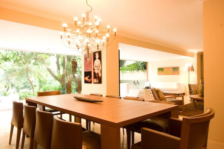 CASA MF: Comedores de estilo minimalista por Complementos C.A.