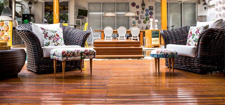 Balcones y terrazas de estilo tropical de VN Arquitetura Tropical