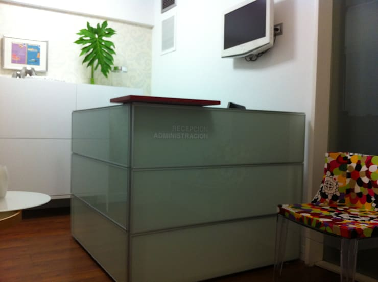 Offices & stores by Complementos C.A.
