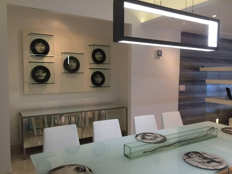 APT.13 – TORRE ANGELINI: Salas / recibidores de estilo  por Complementos C.A.