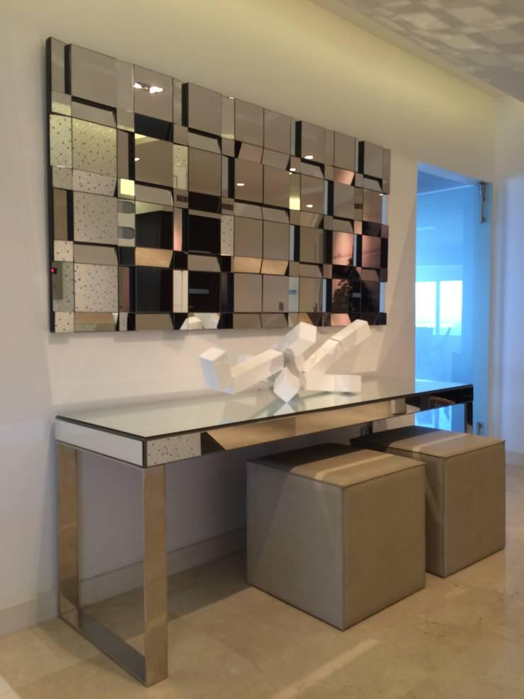 APT.13 – TORRE ANGELINI: Salas/Recibidores de estilo  por Complementos C.A.