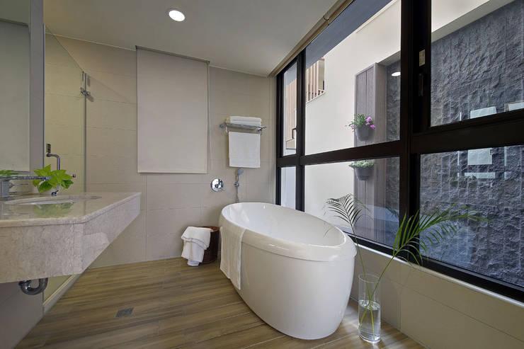 隨意隨心,恰如其分的空間:  浴室 by 奇承威設計事業