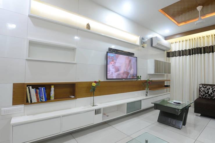 Interiors:  Walls by MSA INDIA