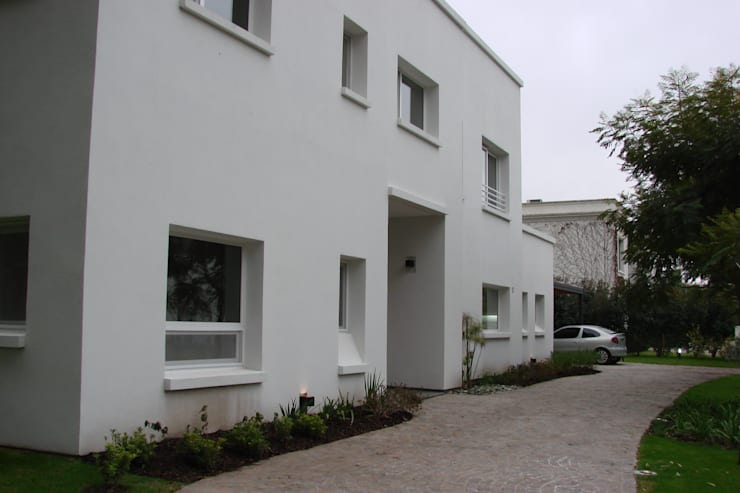 Casa M.V.:  de estilo  por Grupo CN,