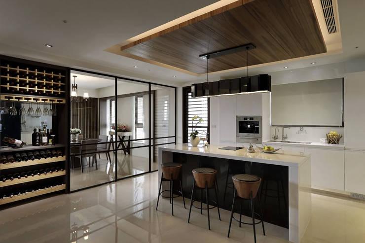從容:  廚房 by 楊允幀空間設計