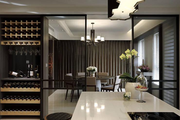 從容:  餐廳 by 奇承威設計事業