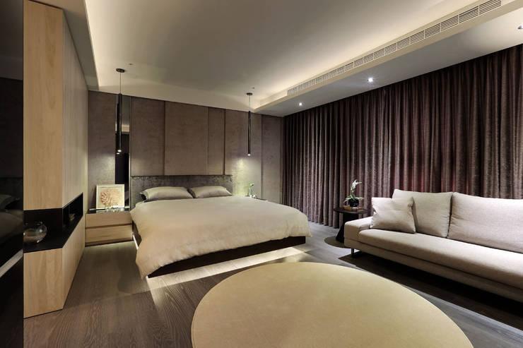 從容:  臥室 by 楊允幀空間設計