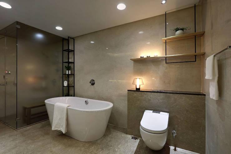 從容:  浴室 by 奇承威設計事業