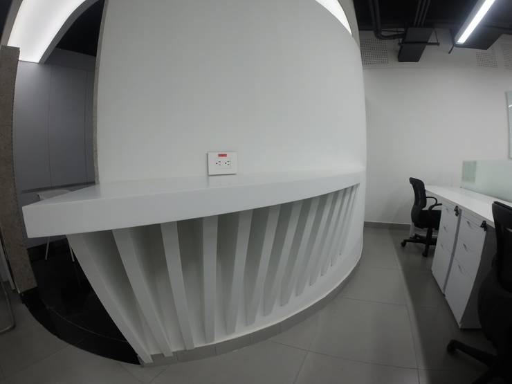 Barra de café: Oficinas y tiendas de estilo  por MODE ARQUITECTOS SAS,