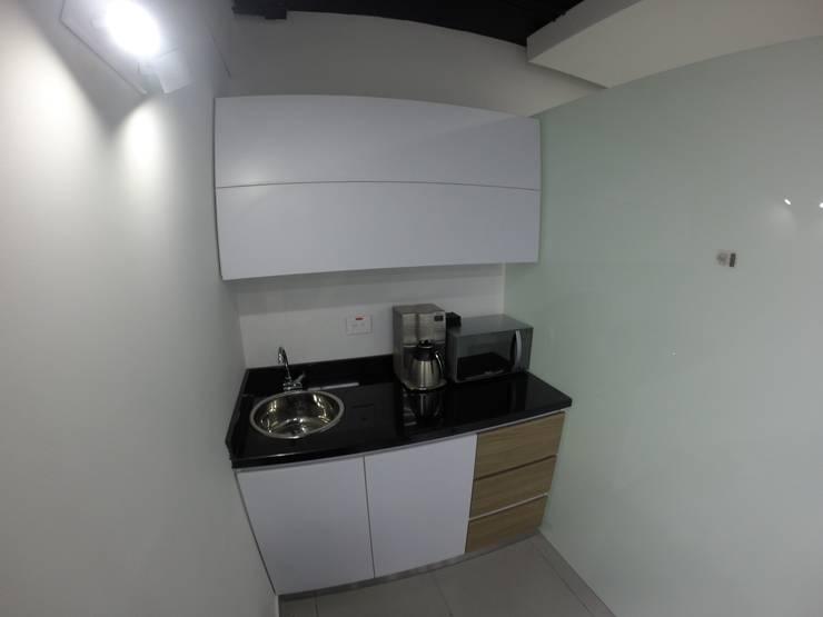 Cocina: Oficinas y tiendas de estilo  por MODE ARQUITECTOS SAS