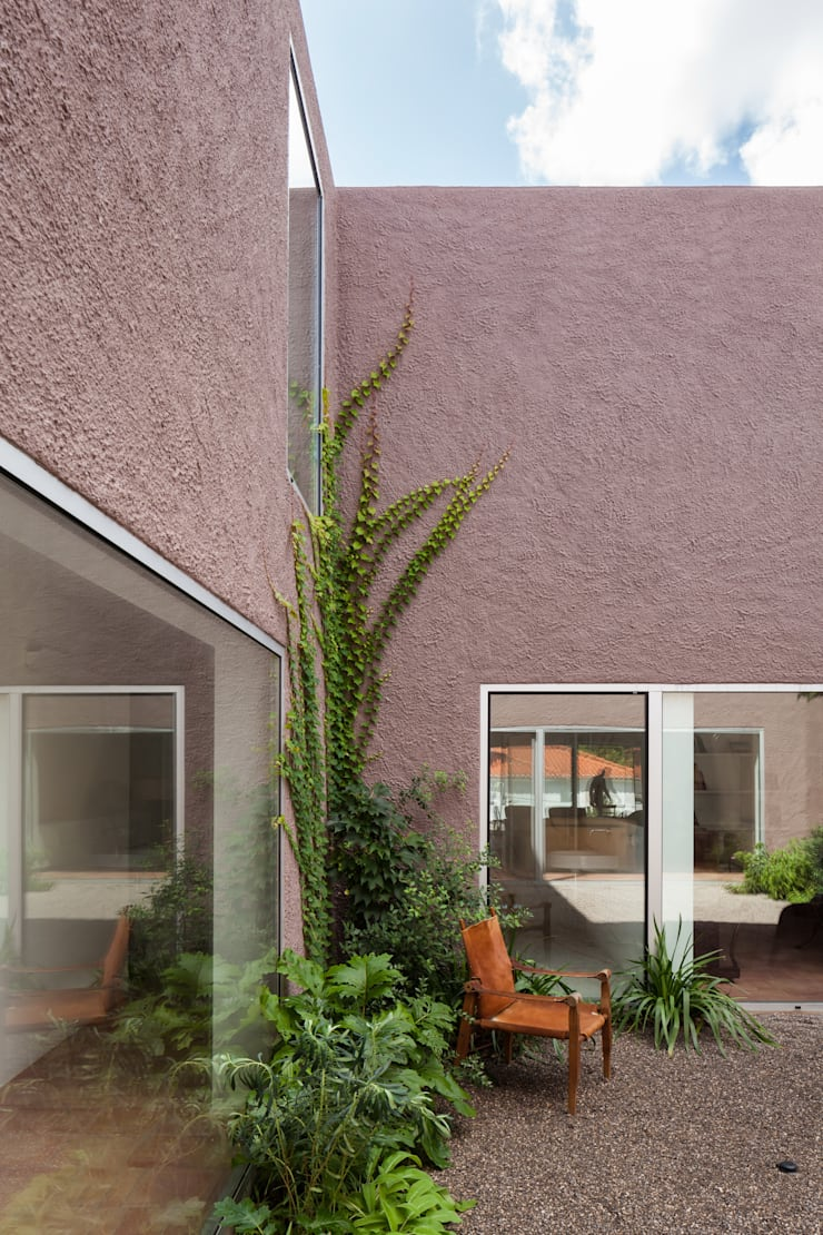 House with Three Courtyards Taman Gaya Mediteran Oleh EXTRASTUDIO Mediteran