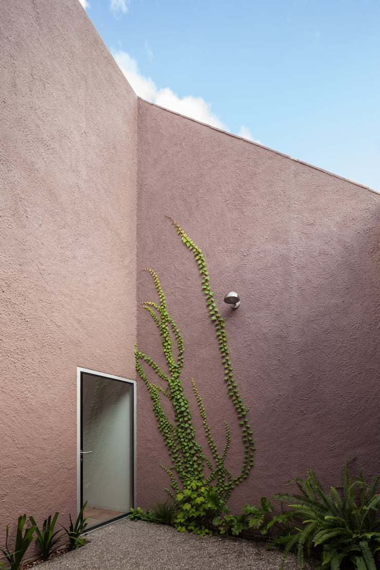 House with Three Courtyards Rumah Gaya Mediteran Oleh EXTRASTUDIO Mediteran