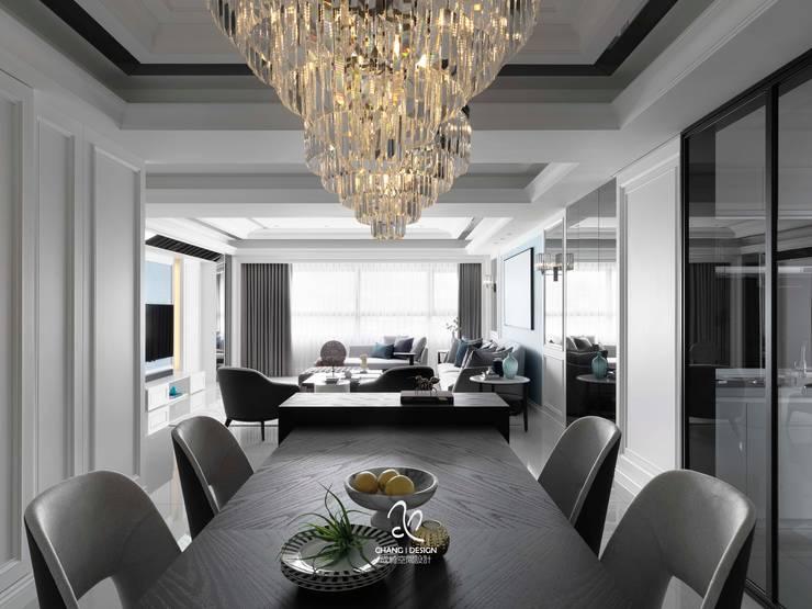 輕新新古典:  餐廳 by 成綺空間設計