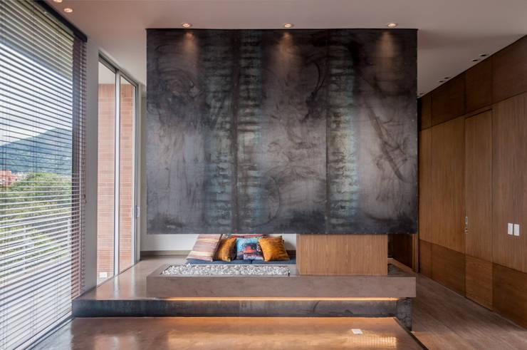 CHIMNEY: Salas de estilo  por Martínez Arquitectura, Minimalista