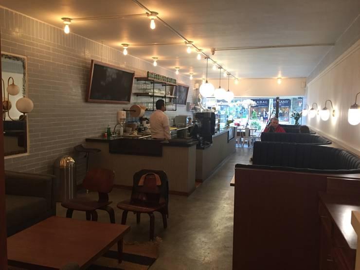 Área comedor y barra: Comedores de estilo  por Bustos + Quintero arquitectos, Ecléctico