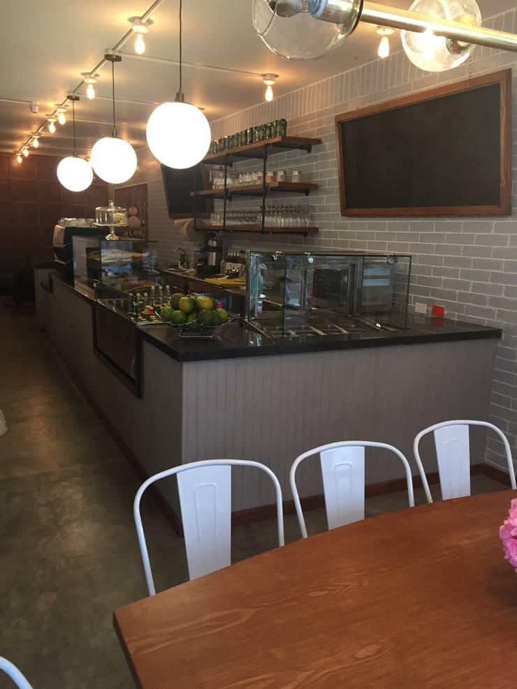 Barra bar : Comedores de estilo  por Bustos + Quintero arquitectos