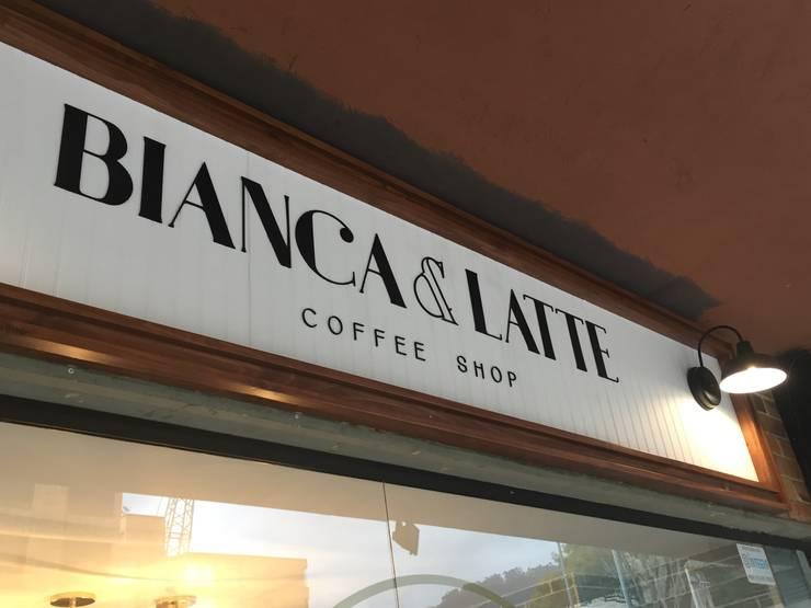 Bianca & Latte :  de estilo  por Bustos + Quintero arquitectos, Ecléctico