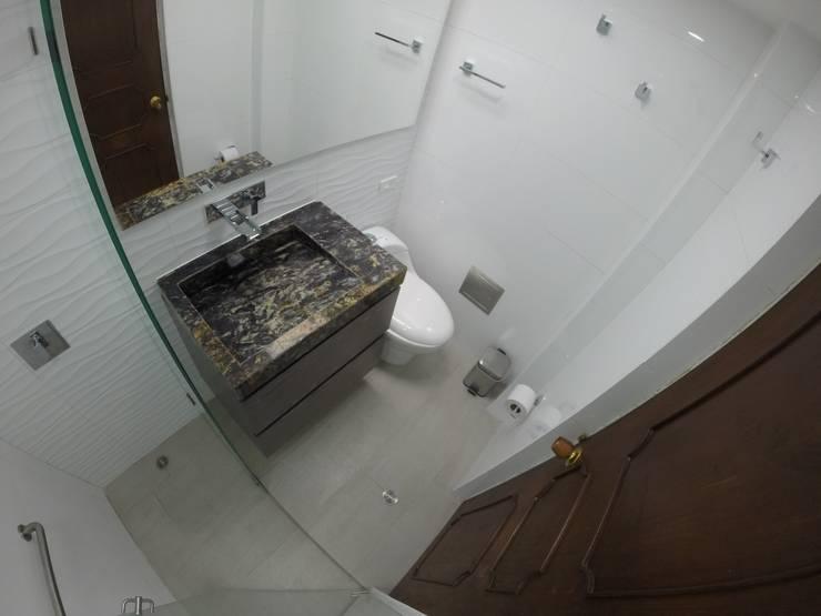 Vista general de baño 1: Baños de estilo  por MODE ARQUITECTOS SAS