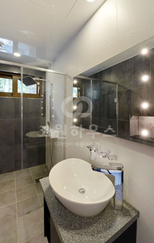 Bathroom by 코원하우스