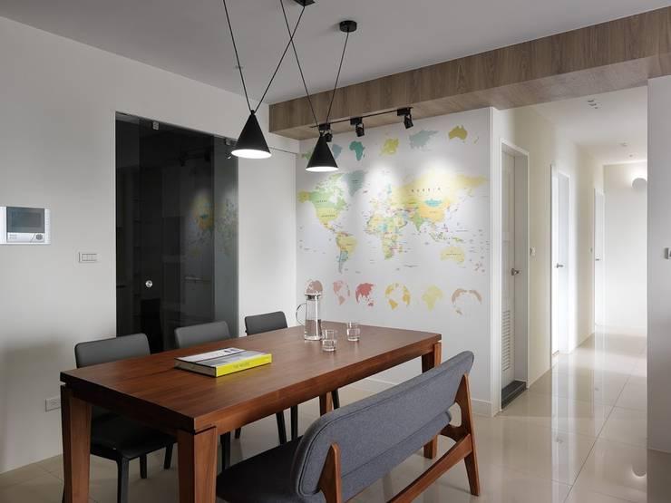 世界地圖牆:  餐廳 by 木皆空間設計