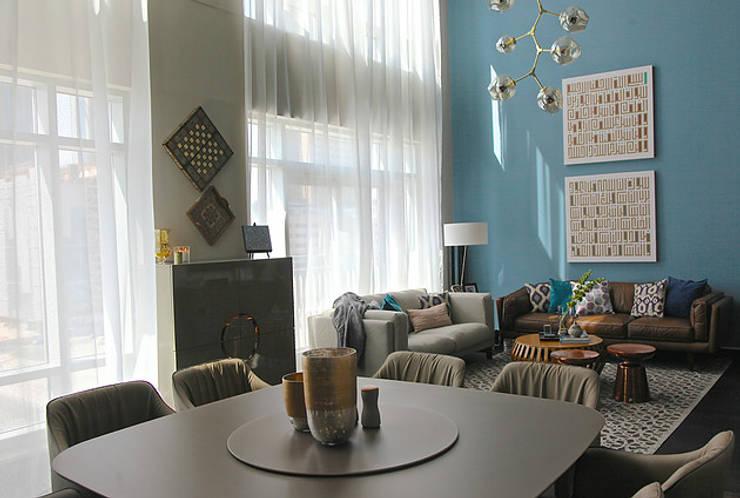Emaar Lofts Family House Salones de estilo ecléctico de Harf Noon Design Studio Ecléctico