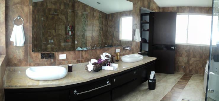 Casas Campestres : Baños de estilo  por Arquitectos y Entorno S.A.S, Moderno