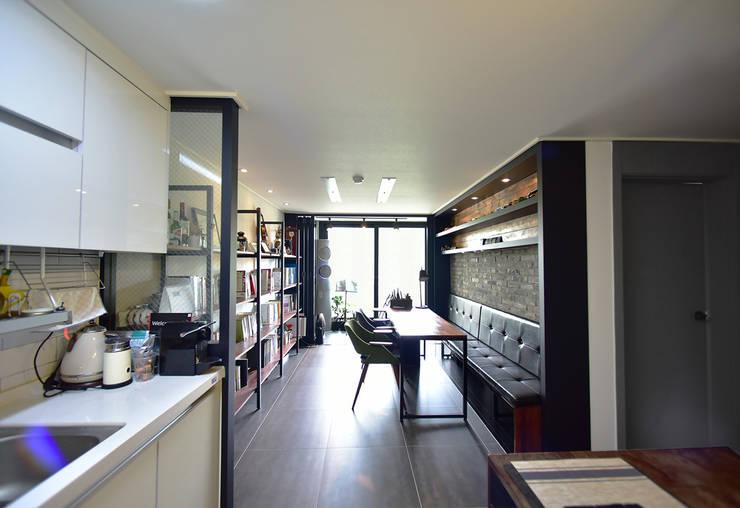 카페같은 분위기로 꾸민 19평 아파트 신혼집 인테리어: 누보인테리어디자인의  거실,